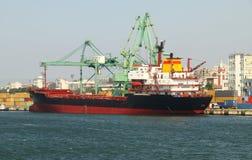 Het schip wordt geladen Royalty-vrije Stock Afbeelding