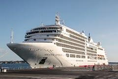 Het schip Zilveren Geest van de Silversea` s cruise in Siracusa Stock Foto's
