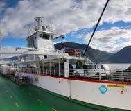 Het Schipoverzees Noorwegen van de fjordveerboot Stock Afbeeldingen