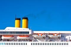 Het schiptrechters van de cruise Stock Afbeelding