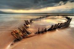 Het schipwrak van de zonnestraal op Iers strand - HDR Stock Afbeeldingen