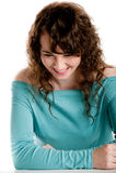 Het schitterende donkerbruine het lachen stellen in een studio Royalty-vrije Stock Fotografie