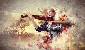 Het schitterende vrouw spelen op viool stock fotografie