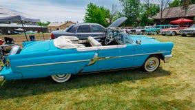 Het schitterende zijaanzicht van Nice van klassieke uitstekende retro modieuze auto Royalty-vrije Stock Fotografie