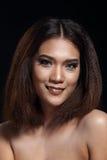 Het schone rechte bruine haar van de Huidvrouw met Vlot stelt open shoul Stock Foto