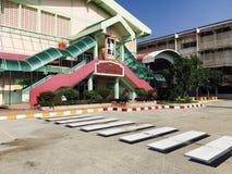 Het schoolgebouw royalty-vrije stock afbeelding