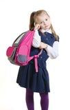 Het schoolmeisje houdt een schooltas in hand stock foto's
