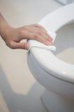 Het schoonmaken op toilet Royalty-vrije Stock Foto's