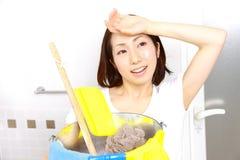 Het schoonmaken van badkamers Stock Foto