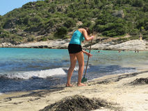 Het schoonmaken van de kust Stock Afbeelding