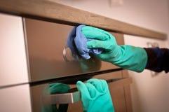 Het schoonmaken van de oven Stock Afbeelding