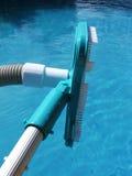 Het schoonmaken van de pool Stock Fotografie
