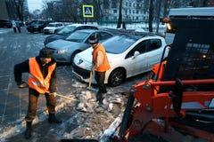 Het schoonmaken van de sneeuw Royalty-vrije Stock Fotografie