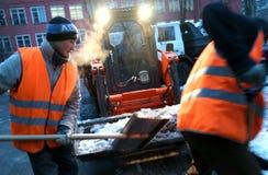 Het schoonmaken van de sneeuw Stock Fotografie