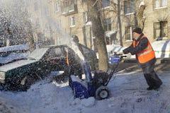 Het schoonmaken van de sneeuw Stock Foto