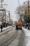 Het schoonmaken van de sneeuw in Istanboel Royalty-vrije Stock Foto
