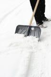 Het schoonmaken van een sneeuw stock foto
