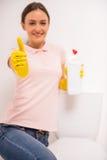 Het schoonmaken van het Toilet stock fotografie