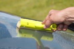 Het schoonmakende venster van de hand. Royalty-vrije Stock Foto