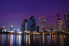 Het schot van de de stadsnacht van Bangkok Stock Foto