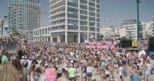 Het schot van de tijdtijdspanne van de trotsparade in Tel Aviv, Israël stock videobeelden