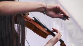 Het schot van het vioolclose-up De violist eindigde speel stock videobeelden