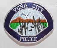 Het schouderflard van de Yuba-Afdeling van de Stadspolitie in Californië stock afbeelding