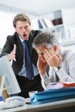 Het schreeuwen bij een werknemer royalty-vrije stock afbeelding