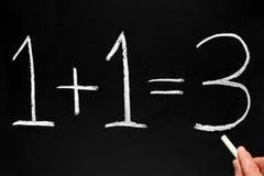 Het schrijven 1+1=3. Stock Fotografie