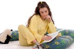 Het schrijven in bed stock afbeeldingen