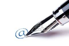 Het schrijven bericht met pen: bij Royalty-vrije Stock Afbeelding