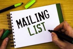 Het schrijven de nota die Adressenlijst Bedrijfsfoto's tonen die Namen en adressen van mensen demonstreren u gaat iets verzenden royalty-vrije stock fotografie