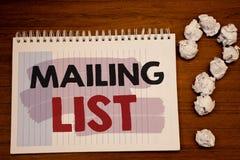 Het schrijven de nota die Adressenlijst Bedrijfsfoto's tonen die Namen en adressen van mensen demonstreren u gaat iets verzenden royalty-vrije stock foto's