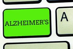 Het schrijven de nota die Alzheimer s tonen is Bedrijfsfoto die Progressieve geestelijke verslechtering demonstreren die in midde stock foto