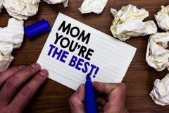 Het schrijven de nota die Mamma tonen u aangaande is de Beste Bedrijfsfoto demonstratieappreciatie voor uw gevoel van de moederli stock foto