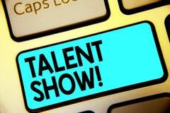 Het schrijven de nota die Talent tonen toont De bedrijfsfoto demonstratieconcurrentie van entertainers toont het gieten van hun p royalty-vrije stock foto
