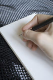 Het schrijven in het notitieboekje Royalty-vrije Stock Foto's