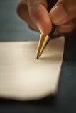 Het schrijven met een pen Stock Afbeeldingen