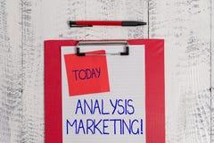 Het schrijven nota die Analyse Marketing tonen Bedrijfsfoto die Kwantitatieve en kwalitatieve beoordeling van een markt demonstre royalty-vrije stock afbeelding