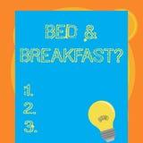 Het schrijven nota die Bed tonen - en - ontbijtvraag De bedrijfsfoto demonstratie beschrijft niveaucatering inbegrepen hotels royalty-vrije illustratie