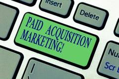 Het schrijven nota die Betaalde Aanwinst Marketing tonen Bedrijfsfoto demonstratieopties om klanten te verwerven om plaats te bez royalty-vrije stock afbeelding