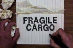 Het schrijven nota die Breekbare Lading tonen Bedrijfsfoto die Breekbaar Handvat met van het de Omslagglas van de Zorgbel HOL van stock afbeelding