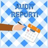 Het schrijven nota die Controleverslag tonen Bedrijfsfoto die Geschreven advies van een auditor over financi?le bedrijven demonst stock illustratie