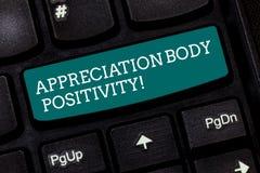 Het schrijven nota die de Positiviteit van het Appreciatielichaam tonen Bedrijfsfoto demonstratiegoedkeuring en appreciatie van l stock foto