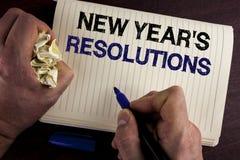 Het schrijven nota die de Resoluties van Nieuwjaren tonen Bedrijfsfoto demonstratiedoelstellingen Doelstellingendoelstellingen Be Royalty-vrije Stock Foto's