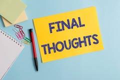 Het schrijven nota die Definitieve Gedachten tonen Bedrijfsfoto die de conclusie of de laatste zinnen demonstreren binnen uw stock fotografie