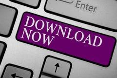 Het schrijven nota die Download nu tonen Bedrijfsfoto demonstratie aan exemplaar of bewegingsprogramma's of informatie in een and royalty-vrije stock afbeeldingen