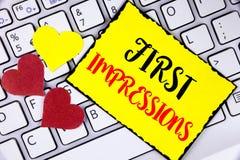 Het schrijven nota die Eerste Indrukken tonen De bedrijfsfoto demonstratie ontmoet van het de baangesprek van presentatieprestati Royalty-vrije Stock Foto's