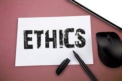 Het schrijven nota die Ethiek tonen Bedrijfsfoto die morele principes demonstreren die persoon gedrag of het leiden regeren royalty-vrije stock afbeelding