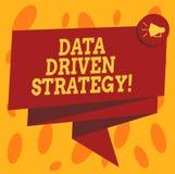Het schrijven nota die Gegevens Gedreven Strategie tonen Bedrijfsdiefoto demonstratiebesluiten op 3D gegevensanalyse en Gevouwen  vector illustratie